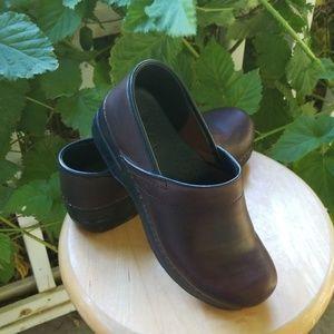 Brown Dansko Clogs size 8.5 ladies